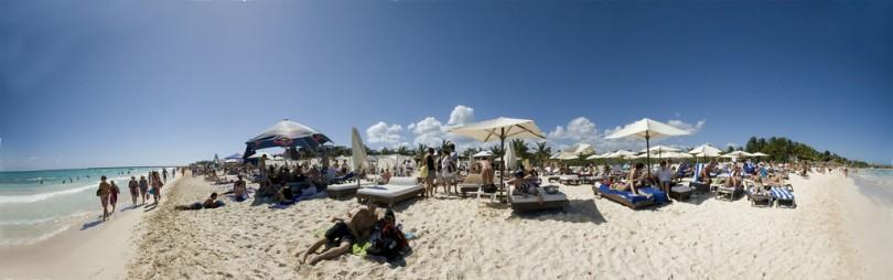 Foto panorámica de Playa Mamitas en Playa del Carmen.