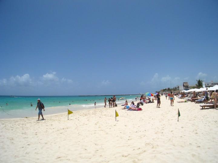 Playa Mamitas. Fotografía de Daniel Kwok; Licencia Creative Commons.