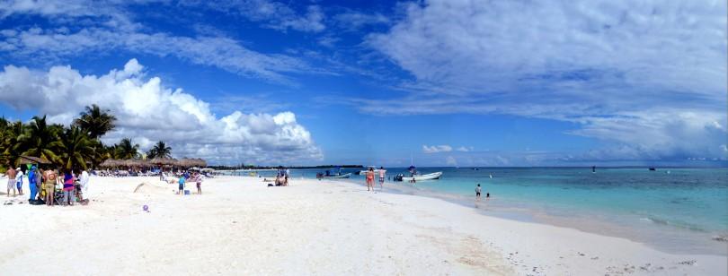 Panorámica de la playa Xpu-ha. Fotografía de Robert Pittman; Licencia Creative Commons.